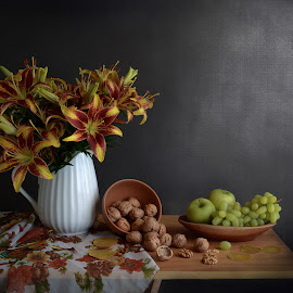 An autumn touch by Margareth Perfoncio - Artistic Objects Still Life ( grapes, still life, apple, nuts, light )