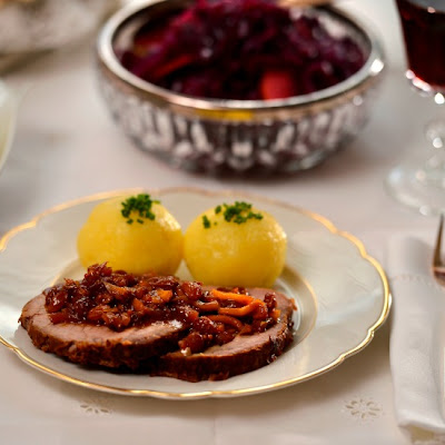Rotkohl – Sweet and Sour Warm Red Cabbage with Apples and Raisins