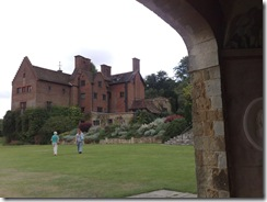 Chartwell from pergola ladies walking across the lawn 01082008998
