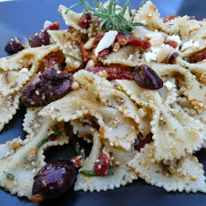Bow Tie Pasta With Sun-Dried Tomatoes and Kalamata Olives