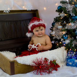 Christmas Baby by Dale-Marie Van Ess-Boersema - Babies & Children Child Portraits ( baby portrait, christmas, baby boy )