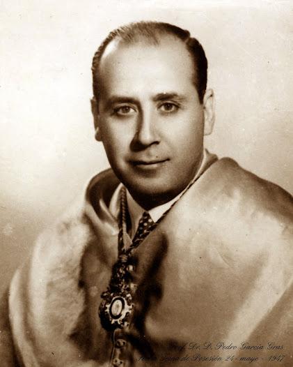 Ingresó el 24 de mayo de 1947 con el discurso de recepción titulado  Investigación sobre los movimientos mandibulares y la articulación dentaria. Fue contestado por el Excmº. Sr. D. José Blanc Fortancí. Falleció el 16 de marzo de 1976.