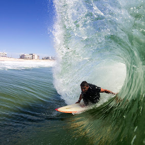 Christian Barreled on the single fin by Dave Nilsen - Sports & Fitness Surfing
