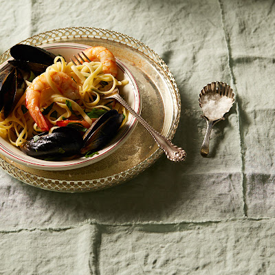Linguine With Prawns And Mussels (linguine Con Cozze E Gamberetti)