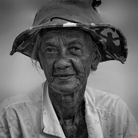 by Charliemagne Unggay - Black & White Portraits & People ( woman, b&w, portrait, person )