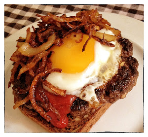 Hamburger with caramelized onions and a fried egg