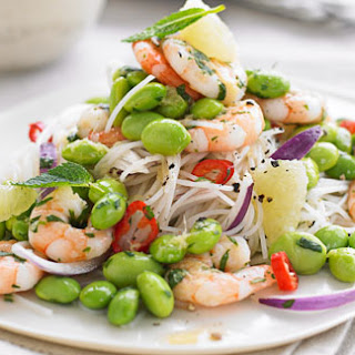 Rice Noodles With Prawns, Edamame And Grapefruit
