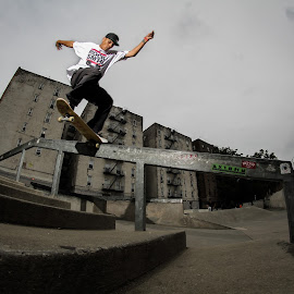 Dangously close by Kelvin Fanas - Sports & Fitness Skateboarding