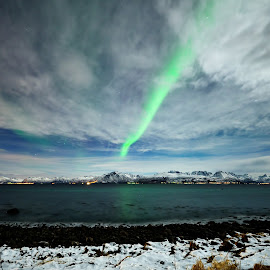 Northern lights by Marius Birkeland - Landscapes Waterscapes ( clouds, sky, aurora borealis, aurora, arctic )