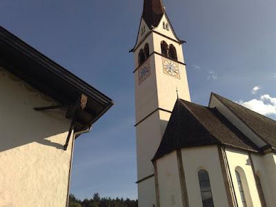Campanario de la iglesia de Amras