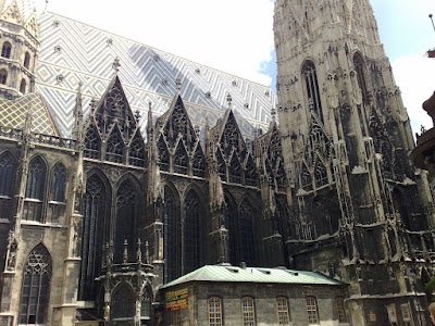 Detalle de la fachada y tejado de Stephansdom