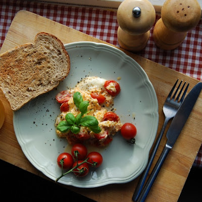 Mozzarella&Tomatoes Scrambled Eggs