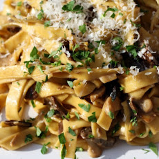 Pâtes aux Cêpes (Tagliatelle with Porcini Mushrooms and Crème Fraîche)