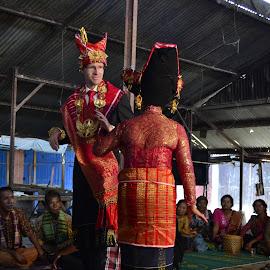 Karo Traditional Dancing by KyuHyun Thigan - Novices Only Portraits & People ( dancing, indonesia, karo, north sumatra, traditional )