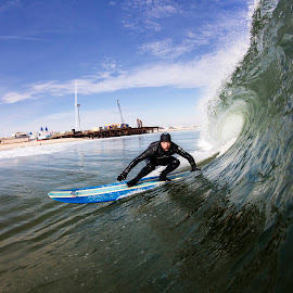 Rob getting low by Dave Nilsen - Sports & Fitness Surfing