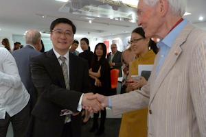 Mr Liu Jian meets Dr Taylor