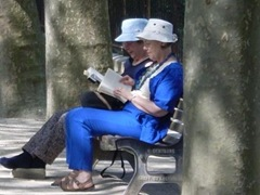 dames lisant