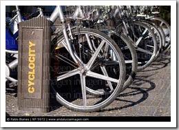Aparcamiento-de-bicicletas-Cordoba-Andalucia-Espana_5972