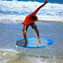 by Mary Motsay - Sports & Fitness Surfing