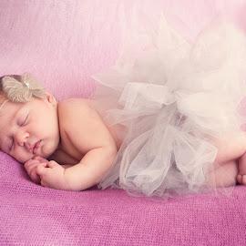 Niamh by Zoe Preston - Babies & Children Babies ( babies, newborn photography, newborn shoot, baby girl, newborn )