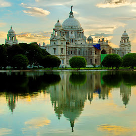 The majestic Victoria Memorial by Manindra Mukherjee - Buildings & Architecture Statues & Monuments ( monuments, building, buildings, architectural, monument, architecture, historical )