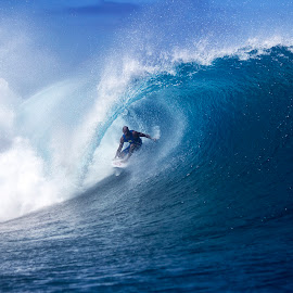 Kelly Slater at Cloudbreak by Dave Nilsen - Sports & Fitness Surfing