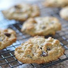 Raisin and Chocolate Chip Oatmeal Cookies