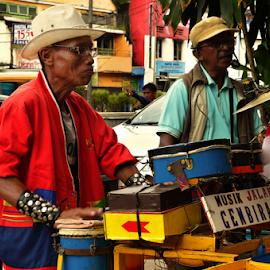 Street Musician by Zaddam Hussein H.R - People Musicians & Entertainers ( urban, badploi, palembang, zaddam hussein, indonesia, d3200, nikon, people )