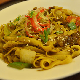 black pepper beef fettucine by Kosasih Harris - Food & Drink Meats & Cheeses ( beef, food, meat, pasta,  )