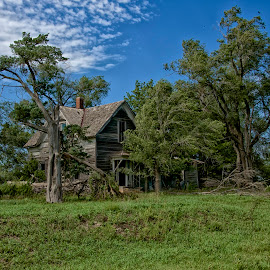 Spooky House by Hugh Hazelrigg - Buildings & Architecture Decaying & Abandoned ( exterior, neglect, pixoto, derelict, architecture, kansas )