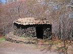Sosta. Un piccolo rifugio in pietra