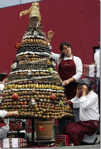 http://lh6.ggpht.com/fisherwy/R1bmSazeS1I/AAAAAAAALyo/IMYMkL3-R7s/Chilian+Potato+Christmas+Tree%5B2%5D