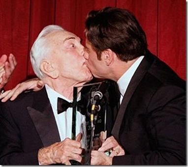 - John+Travolta+kissed+Kirk+Douglas%5B3%5D