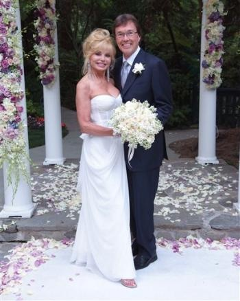 Loni Anderson and folk singer Bob Flick wedding picture