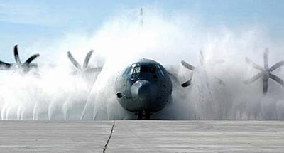 airplane washing picture