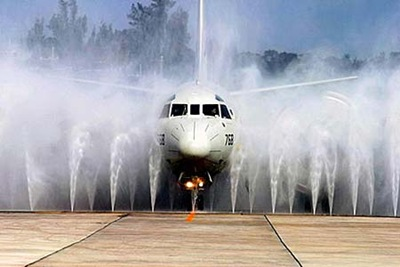 airplane washing pic