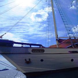 SY Si Datu Bua by Ilse Gibson - Transportation Boats ( superyacht, indonesia, silolona, luxury yacht, luxury cruising, thailand, luxury sailing, phinisi )