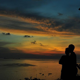 Sunset by Nikkor 24-50mm by Kamar Kamera - People Couples