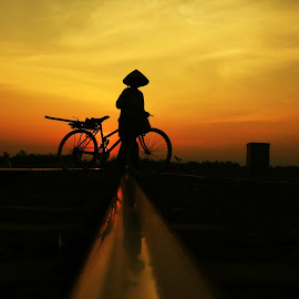Pit Nyabrang Nang Rel Sepur by Arie Dexz - Transportation Bicycles