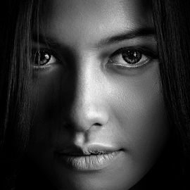 The Look by Ivan Lee - Black & White Portraits & People ( canon, face, model, girl, beauty, woman, b&w, portrait, person )