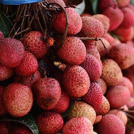 Bunch of Litchis... by Rakesh Syal - Food & Drink Fruits & Vegetables (  )