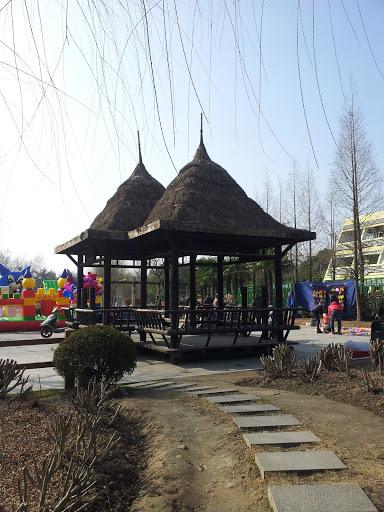 华泾公园凉亭