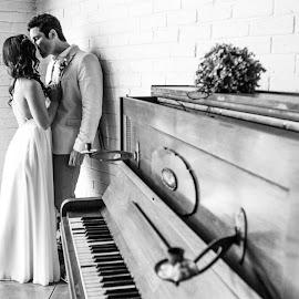 one of my favorite from the #Mershamwedding Cherise Mersham hulle kom ;-) Malcolm Mersham se jy gan kos maak :-) by Rudi Stadler - Wedding Bride & Groom