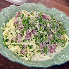 Fettuccini Alfredo with Prosciutto and Peas
