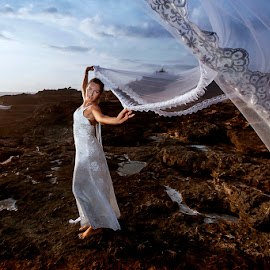Come to Me by Amin Basyir Supatra - Wedding Bride ( love, bali, prewedding, happy, wedding, white, fun, beach, bride )