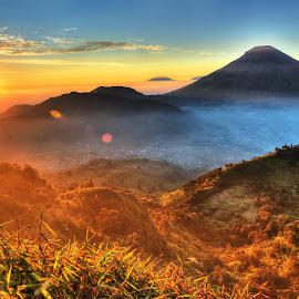 Sunrise from Sikunir by Satria Angga - Landscapes Sunsets & Sunrises ( mountains, dieng, mountain, hdr, sikunir, sunrise )