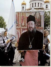 «Временно управляющий Русским Православием и Третьим Римом» монах Диомид. Фото Виктора Мордвинцева (НГ-фото)