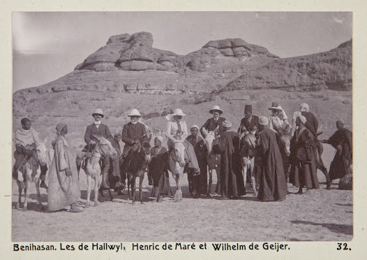 On the donkeys, from the left: Wilhelm von Geijer, Walther and Wilhelmina von Hallwyl, Henric de Maré, probably a guide and the lady companion, Ida Uhse. Irma von Geijer and Ellen de Maré (nées von Hallwyl) are missing in the picture.