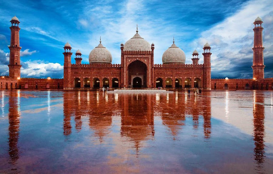 essay on historical places of lahore Check out our top free essays on visit to historical place badshahi masjid to help you write your own essay.