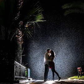 In the rain by Lukas Gisbert-Mora - People Couples ( nuit, pluie, couple, night, light, rain, improving mood, moods, red, love, the mood factory, inspirational, passion, passionate, enthusiasm )